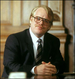 Philip Seymour Hoffman wear Antonio Valente in Owning Mahowny